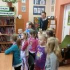 Zerówka odwiedza bibliotekę